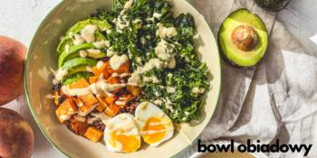 Bowl obiadowy z jajkiem i awokado